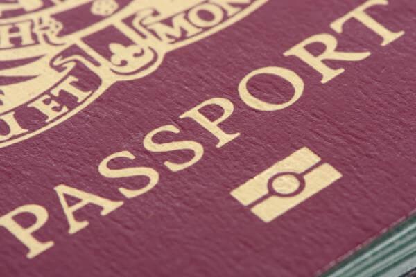 Hộ chiếu ngoại giao có màu đỏ